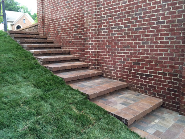Northville Back Yard Retaining Wall and Side Steps